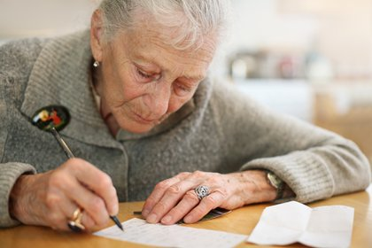 La fragilidad clínica mostró ser un signo de mayor mortalidad en pacientes COVID-19 (Shutterstock)