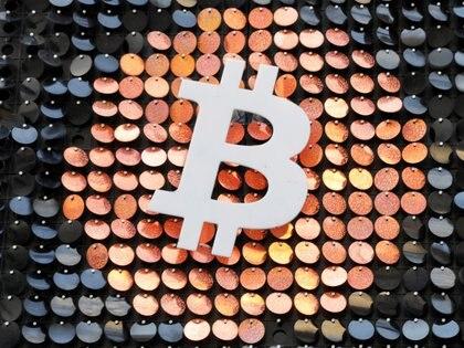 The logo del Bitcoin en Marsella, Francia.  REUTERS/Eric Gaillard/File Photo