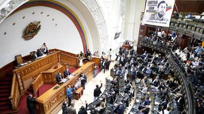 De los 112 parlamentarios electos en 2015 para la Asamblea Nacional, 108 son perseguidos de diferentes formas por el régimen de Nicolás Maduro (Reuters)
