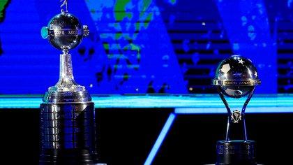 FILE PHOTO: Soccer Football - Copa Libertadores 2020 Draw - CONMEBOL Headquarters - Luque, Paraguay - December 17, 2019   The trophies of the Copa Libertadores and the Copa Sudamericana  REUTERS/Jorge Adorno/File Photo
