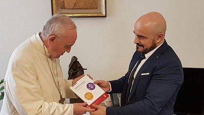El juez Gallardo junto al Papa Francisco
