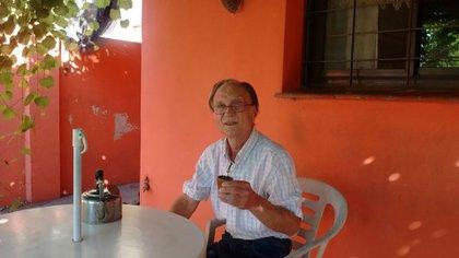 Alcides Pacífico Hilbe tiene 73 años