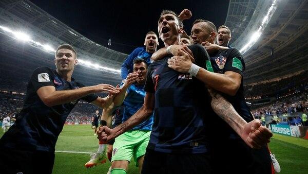 Mario Mandzukicfesteja el gol que le dio la clasificación a Croacia a la final (REUTERS/Carl Recine)