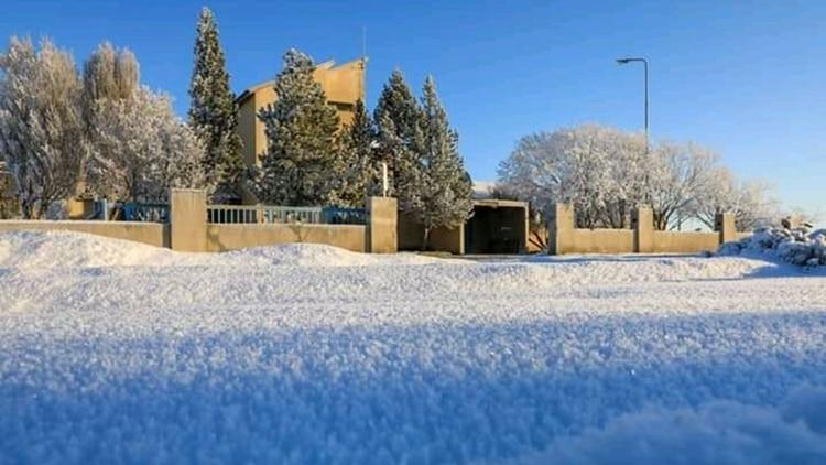 La nieve acumulada en uno de las calles de Río Grande (Municipalidad de Río Grande)