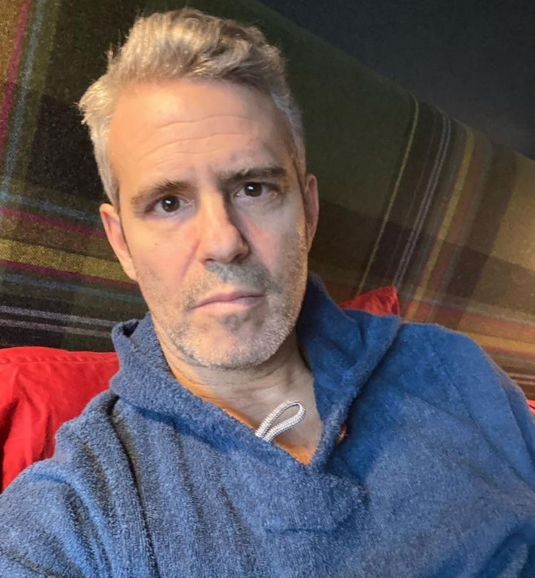 El popular presentador Andy Cohen tiene coronavirus y lo confirmó en Instagram