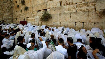 El muro de los lamentos, sitio sagrado del judaísmo en Jerusalén (AFP)
