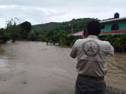 Imágenes del pueblo de Agua Caliente Vieja luego del desborde del río Purificación.  El agua alcanzó hasta 1,9 metros de altura (Foto: Twitter Protección Civil de Jalisco)