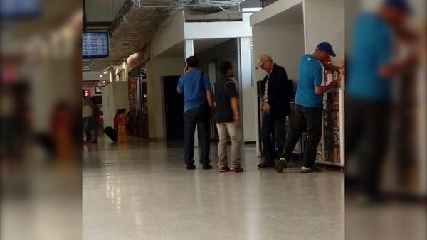 La primera imagen de Antonio Ledezma en Colombia, en el aeropuerto Camilo Daza, en Cúcuta.