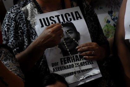 Una persona pide justicia por el crimen de Báez Sosa (Foto: Nicolás Stulberg)