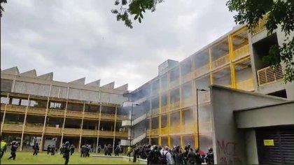 Reportan disturbios por entrada del Esmad a la Universidad del Valle para desalojar estudiantes