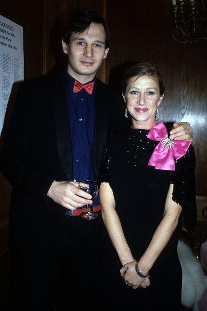 """La actriz Helen Mirren, de 75 años, y su ex Liam Neeson, de 68, revelaron ante las cámaras de televisión que su relación fue """"un amor a primera vista"""" (Shutterstock)"""