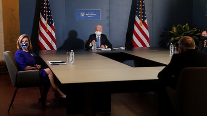 U.S. President-elect Joe Biden and Vice-President-elect Senator Kamala Harris meet with Speaker of the House Nancy Pelosi (D-CA) and Minority Leader of the U.S. Senate Chuck Schumer (D-NY) at Biden's transition headquarters in the Queen theater in Wilmington, Delaware, U.S., November 20, 2020. REUTERS/Tom Brenner
