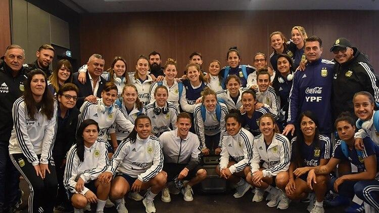 Toda la delegación cumple con el sistema de multas que idearon las jugadoras (Stefanía León – AFA)