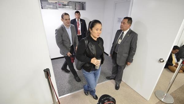 """Keiko Fujimori ingresando a los tribunales donde tras el fallo quedó """"inmediatamente detenida""""(EFE)"""