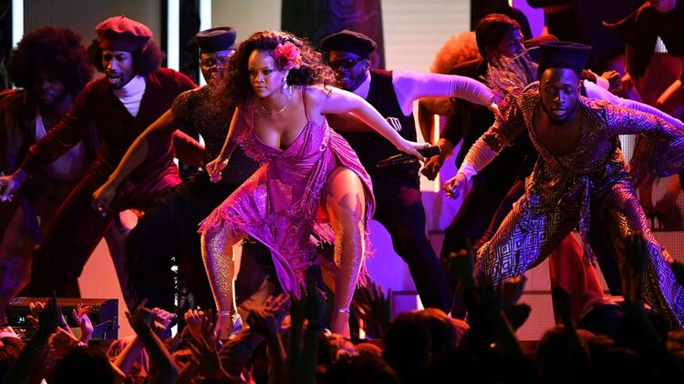 Rihanna en los premios Grammy 2018, en Nueva York (AFP PHOTO / Timothy A. CLARY)