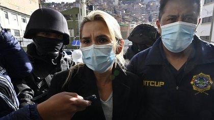 Jeanine Áñez fue condenada a cuatro meses de prisión preventiva a la espera del juicio (AIZAR RALDES / AFP)