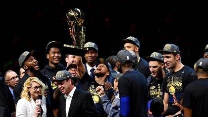 Los Golden State Warriors buscarán el tricampeonato de la NBA (Reuters)