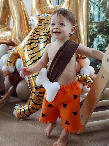 """El pequeño como """"Bam-Bam"""" festejando su primer año (Foto: Instagram @Ch_14)"""