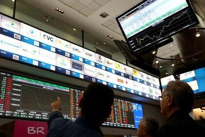 Los agentes de mercado descreen de una salida rápida del estancamiento económico de Argentina. (Reuters)