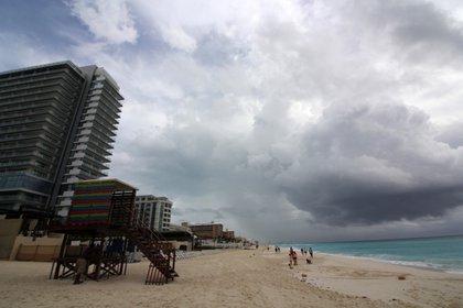 Emiten alerta roja en Cancún por Gamma. (Foto: EFE)