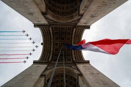 La celebración de este año homenajea también al expresidente Charles de Gaulle, 80 años después de su histórico llamado a los contrarios a la ocupación nazi de Francia que dio lugar al movimiento de la resistencia. (REUTERS/Gonzalo Fuentes)