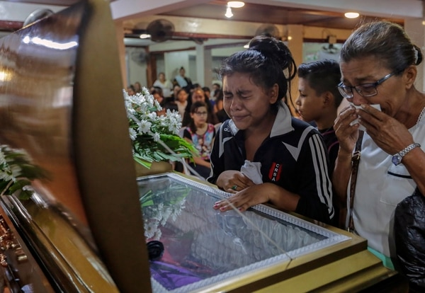 Familiares del adolescente Orlando Córdoba denuncian que murió a manos de la policía en Managua (AFP)
