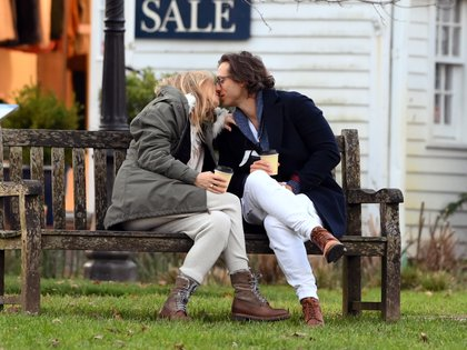In Love! Gwyneth Paltrow And Her Husband, Brad Falchuck, Sat Down For Coffee At Amagansett. Before Returning Home, The Couple Enjoyed The Moment On An Outdoor Bench And Were Very Romantic When Kissing