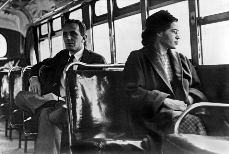 La activista contra la segregación —las leyes Jim Crow— fue una leyenda en vida:Rosa Parks inspiró al movimiento por los derechos civiles. (Underwood Archives/Getty Images)