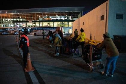 Los pasajeros con domicilio en Ciudad suben a micros por plataforma y son llevados directo a hoteles porteños