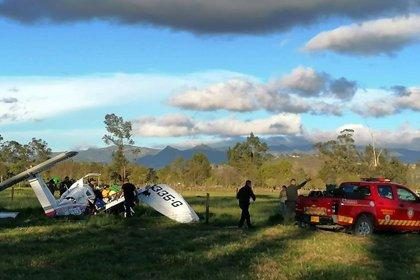Fotografía cedida este martes por la oficina de prensa de la Gobernación de Cundinamarca en la que se registraron los restos de una avioneta accidentada en Ubaté (Colombia). EFE/Gobernación de Cundinamarca