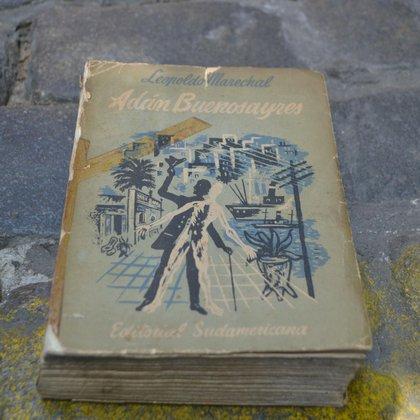 """Primera edición de """"Adan Buenosayres"""" (Editorial Sudamericana,1948)"""