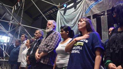 Alderete y Castro (al centro), durante el lanzamiento del sindicato UTEP, que responde a los piqueteros kirchneristas
