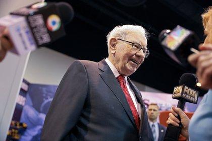 Warren Buffett se refirió al impacto del hundimiento de la bolsa y el petróleo por el coronavirus (REUTERS/Scott Morgan/File Photo)