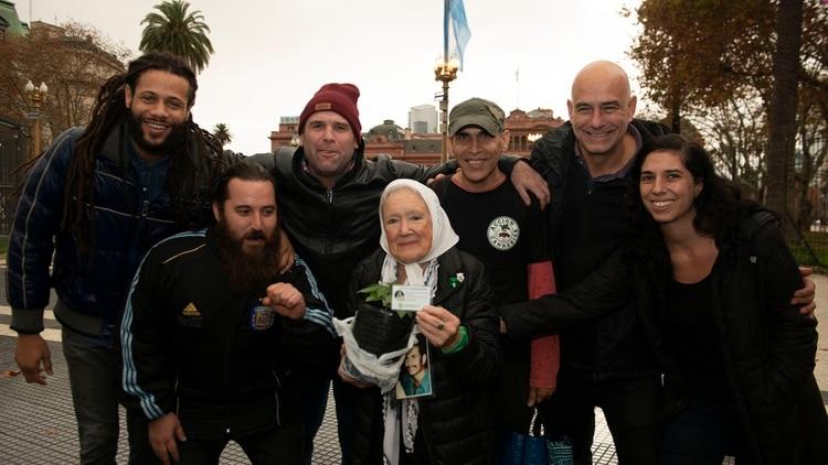 """La organización Acción Cannábica la nombró """"socia honoraria"""" (Gastón Taylor)"""