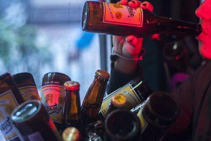 En algunos bares o antros, se pone una estampa en la cámara de las personas que se disponen a acceder (Foto: Diego Simón Sánchez/ Cuartoscuro)