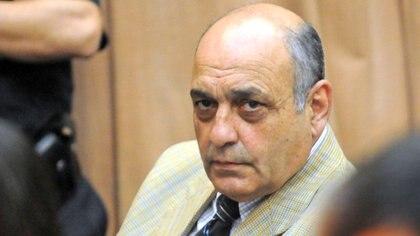 El represor Raúl Guglielminetti durante la primer audiencia del juiciocuando fue imputados por crímenes de lesa humanidad cometidos en los centros de detención Club Atlético, Banco y Olimpo (FOTO NA)