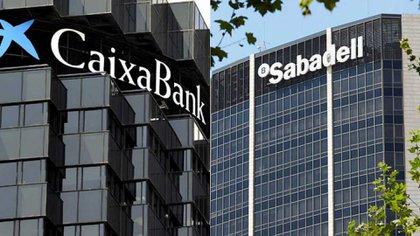 Caixabank y Sabadell , dos de las firmas que trasladaron sus sedes fuera de Cataluña