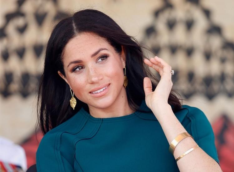 La duquesa de Sussex le agregó más diamantes a su anillo de compromiso