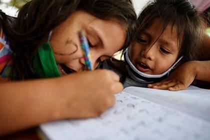 La programación de Aprende en Casa II no va a asignar tarea a los alumnos (Foto: REUTERS/Santiago Arcos)