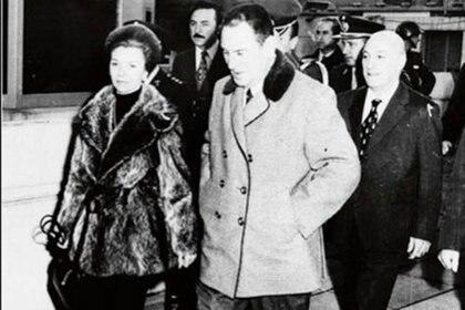 Perón amenazó con su renuncia a la Presidencia por las críticas de la prensa ante el creciente desabastecimiento de productos. López Rega,sumódramatismodiciendo que, en ese caso, él e Isabel también se irían del país