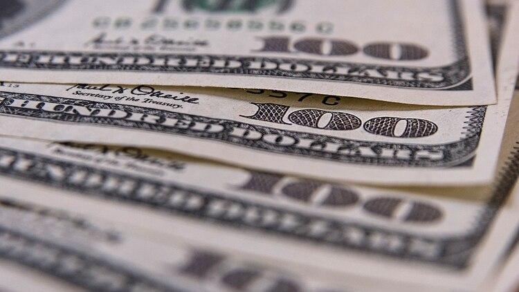 En Bancos y casas de cambio se vendió 33 centavos por debajo del día anterior a $44,50 (-0,76%) (Adrián Escandar)