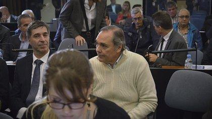 Daniel Pérez Gadín, de pulover claro, también seguirá detenido (Gustavo Gavotti)