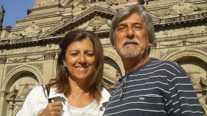 Adriana Cheble (62) y Gustavo Salemme (67) estuvieron juntos 40 años. Ambos médicos cordobeses, contrajeron coronavirus y fallecieron con una semana de diferencia
