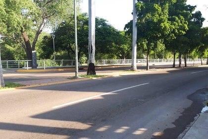 Los comercios de la ciudad han ido retomando la actividad de un día normal, aunque llevó una buena parte del día retirar todos los obstáculos en los bloqueos que puso el narco (Foto: Twitter)