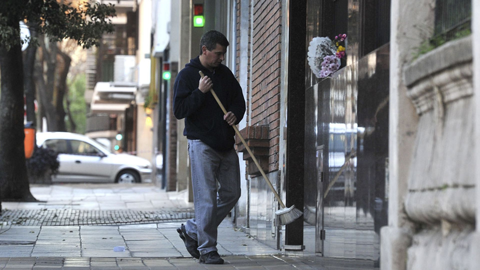 El Gobierno porteño anunció un convenio con el sindicato de encargados de edificio para adoptar medidas de prevención y promver acciones solidarias (Télam)