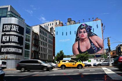 Jari Jones es activista y está a favor del body positive. Fue convocada para la campaña de Calvin Klein (Photo by Angela Weiss / AFP)