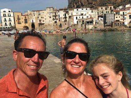 La familia, de visita por Sicilia.