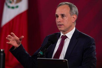 El subsecretario de Salud, Hugo López-Gatell señaló su preocupación por el aumento de casos tras el desconfinamiento gradual (Foto: EFE)