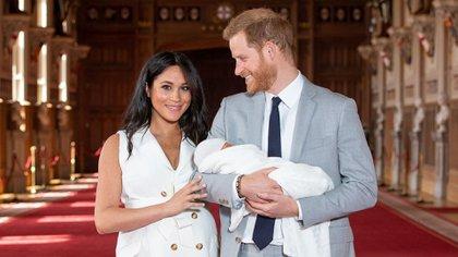 Los duques de Sussex presentaron a su hijo Archie en Windsor dos días después de su nacimiento