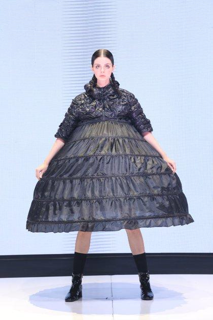 Los volúmenes y los diseños oversized fueron los protagonistas de la pasarela de Valentina Schu